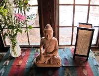 San G altar with Buddha.jpg